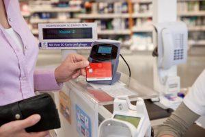 Kontaktloser Bezahlvorgang mit girogo und SparkassenCard