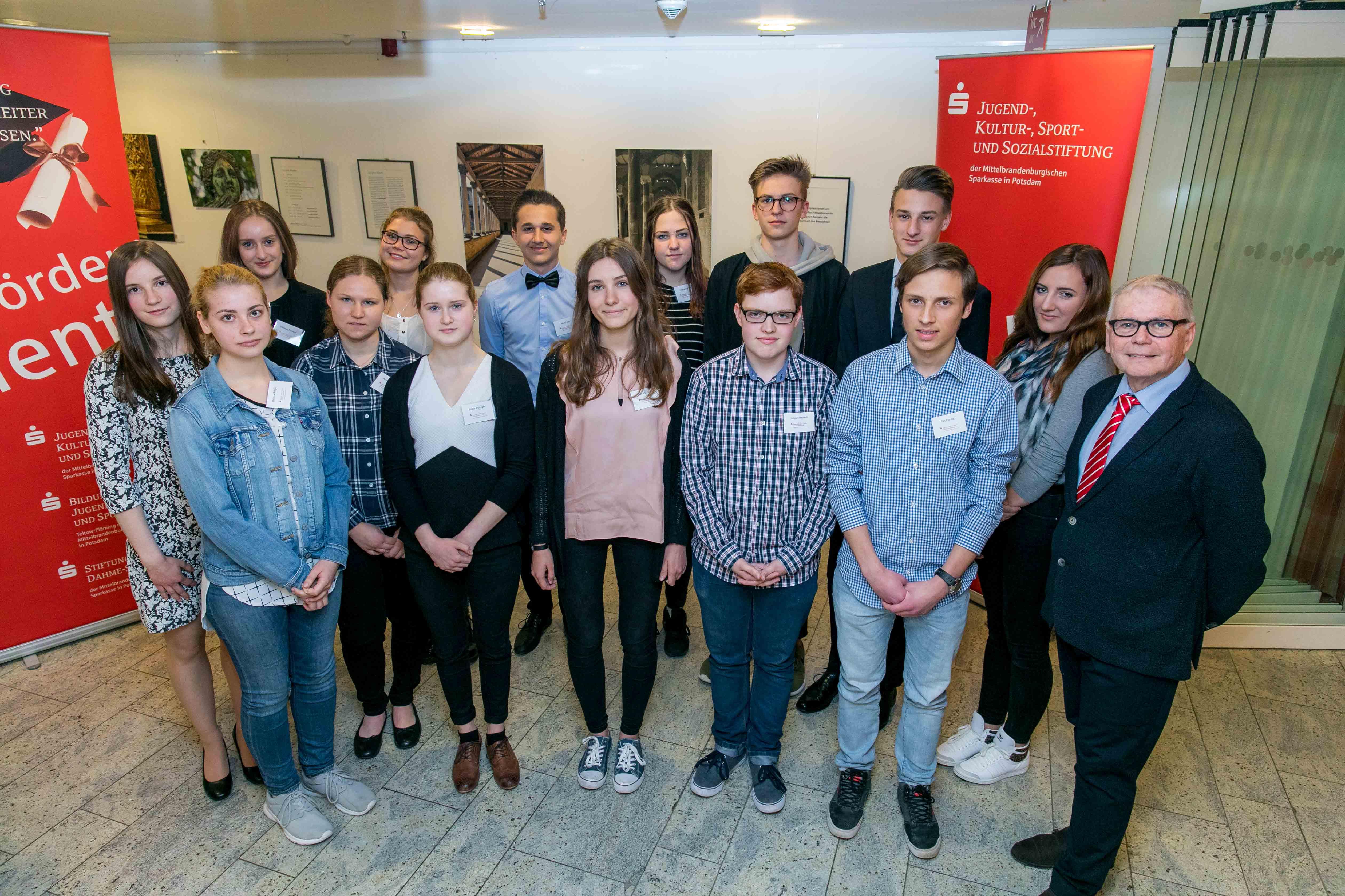 Wieder schicken wir 15 junge Leute ins Ausland