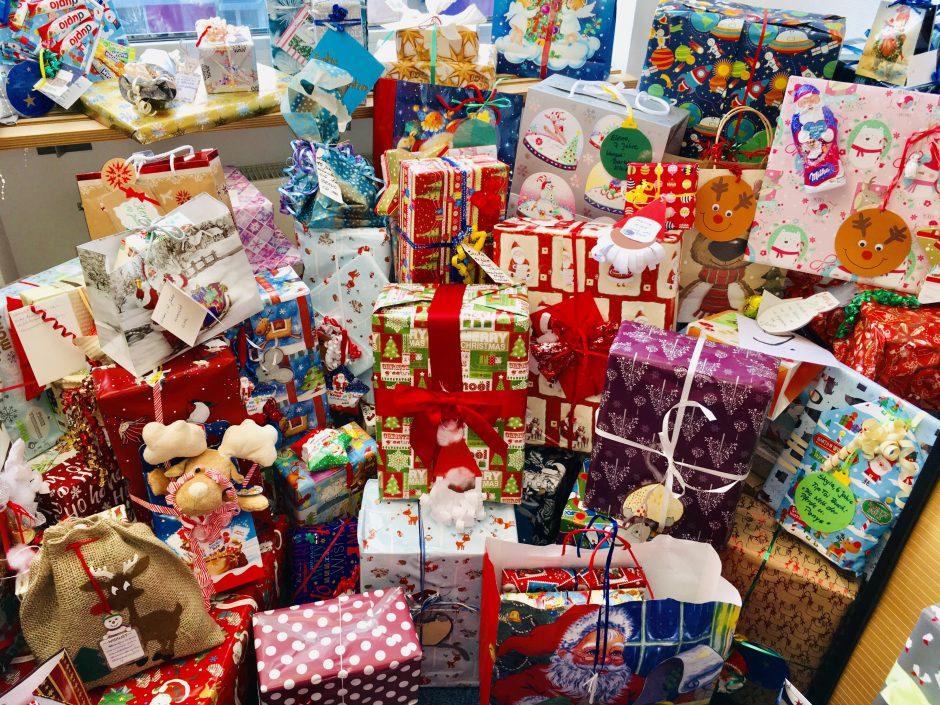 280 bunte Weihnachtspäckchen für Kinder aus der Region