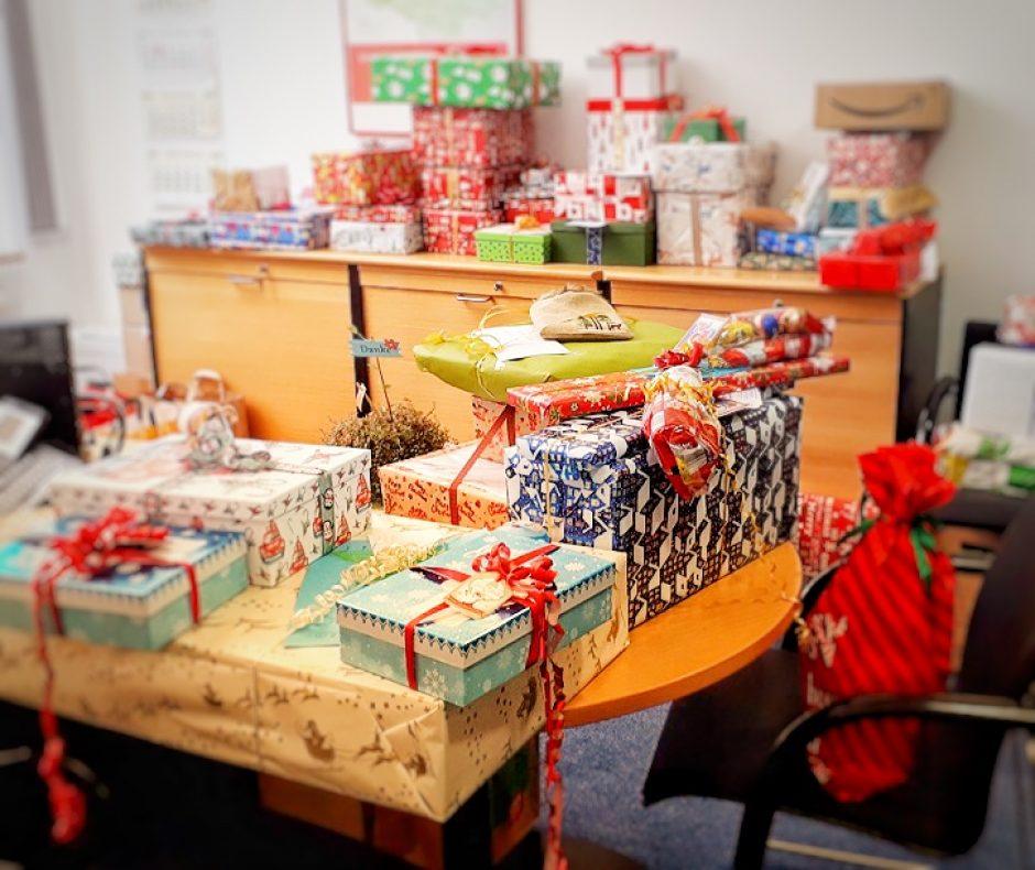 MBS-Mitarbeiter beschenken bedürftige Kinder zu Weihnachten